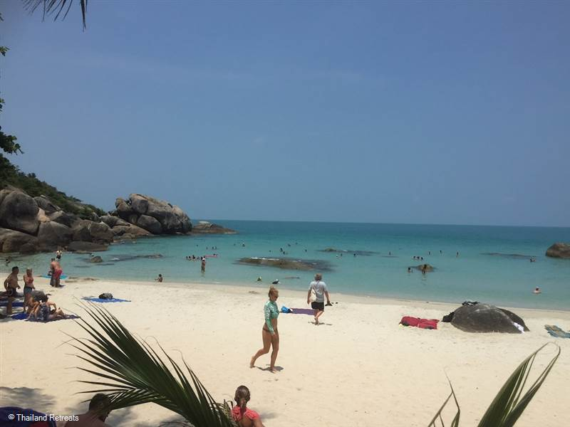 Silver Beach Koh Samaui is a pretty cove with crystal blue shallow waters and lined with shady trees. Perfect for families for safe swimming and a spot of snorkelling and