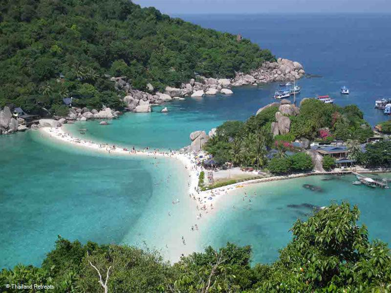 5 stunning small islands to visit when island hopping from Koh Samui. There are some hidden gems to to be discovered within easy reach from Koh Samui by speedboat, luxury yacht or long tail boat.