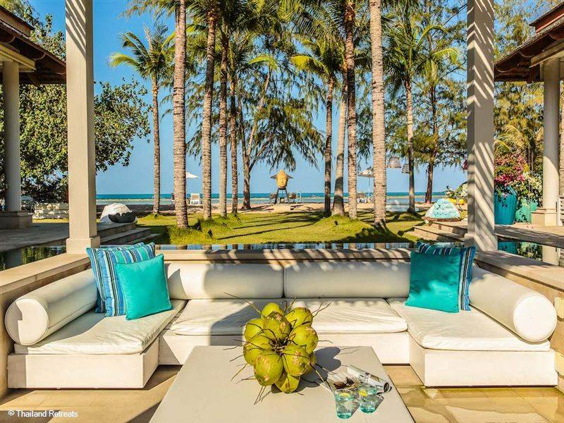 If you are looking for a choice of Chaweng villas on the beach in Koh Samui then Samui Holiday Villas are able to offer a pair of two stunning villas that oceanfront and beachfront villas on Chaweng beach, Koh Samui each with their own, secluded charm.