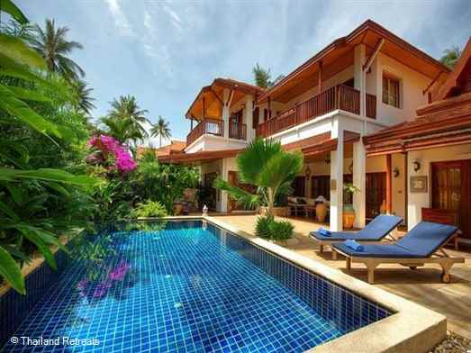 Baan Buaa is a traditionally designed Koh Samui resort villa with private pool just 50m from a beautiful sandy beach on the quiet south coast. 10 minutes to Lamai and 20 minutes to Chaweng.