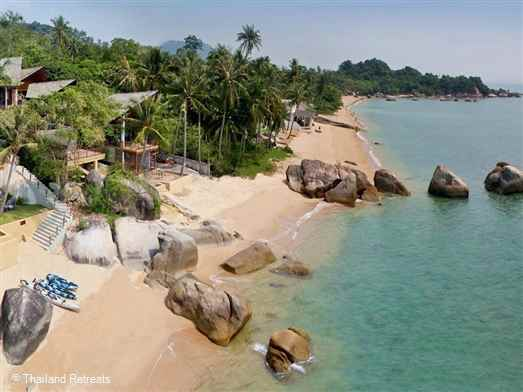 Baan Hin Ta is a luxury Koh Samui beachfront villa set in a small cove of Lamai beach bordered by feature boulders. Sea kayaks and paddle boards available other watersports equipment for hire. Offers nightly rates for 4 bedroom or 5 bedroom occupancy (certain seasons)