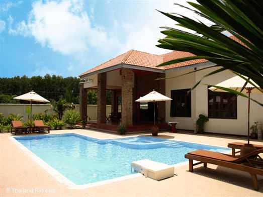 A lovely villa close to Ao Nang centre. Large open plan communal areas ideal for a large family or groups of friends