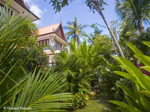 Baan Souha is a private Koh Samui villa with pool located just a short distance from beautiful Choeng Mon beach. (5 minutes walk or complimentary tuk tuk transfer). Choeng Mon is a quiet family friendly resort with a good variety of restaurants to choose. Perfect family villa.
