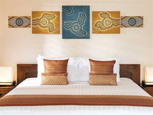 Baan Tawantok Villa Estate is made up of two 5 bedroom contemporary style Koh Samui beach villas  set on west facing Lipa Noi beach. The villas share a tennis court and is a perfect venue for large family celebrations, wedding and corporate retreats.