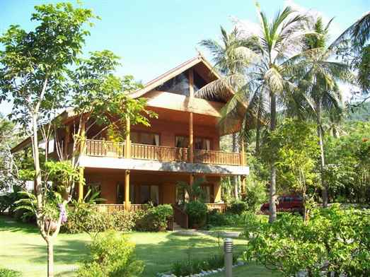 <p>Ban Laem Noi B3 is a Thai style Koh Samui villa within a small beachside developments of 7 villas on the beautiful north coast. Has an oceanfront communal swimming pool. Situated a few minutes stroll from Bang Po beach. Good choice of beachfront rustic Thai style restaurants.</p>