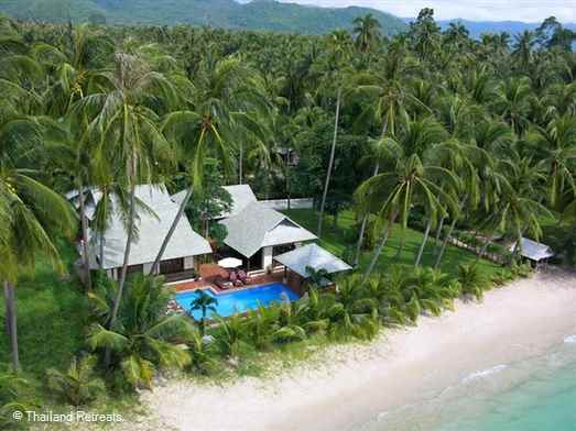 Ban Laem Sor villa is a Koh Samui beachfront villa based on tropical fusion and the outdoor living concept located on the quiet unspoiled south coast. Excellent relaxation areas and beachside pool. Offer rates for 3 and 4 bedroom occupancy.
