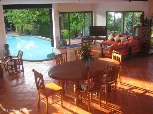<p>Ban Leelavadee is a very private 3 bedroom suite villa. Has pool &amp; Jacuzzi that flows both outside &amp; into the living area. Stunning views of Koh Phangan and walk to to beautiful palm fringed beach.</p>