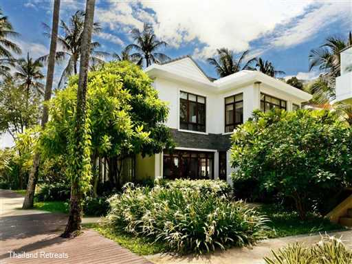 <p>Heliconia Pool Villa is a stylish Koh Samui villa on a luxury development at Ban Tai beach. Private swimming pool and use of beachfront Resort pool with great views of Koh Phangan.</p>