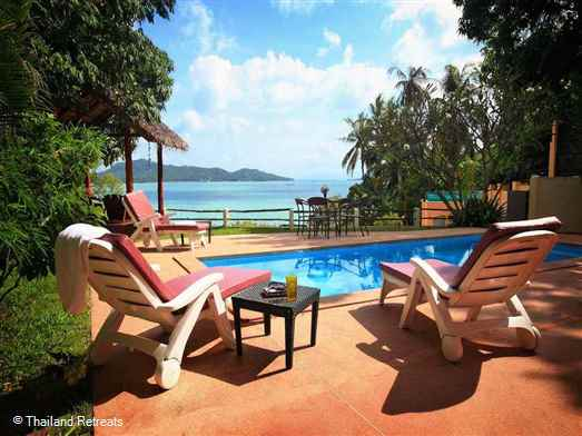 Island View Villa is a modern and spacious villa situated a few steps from the beach in the bay of Srithanu with west facing views over to Koh Samui and a short walk to the village.