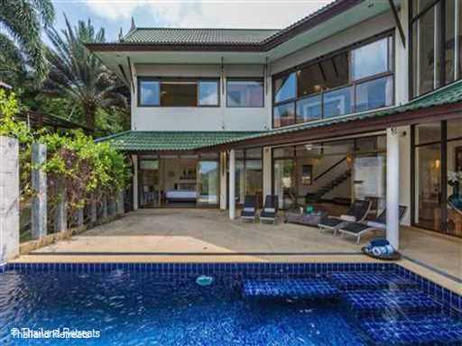 <p>Pai Chon is a lovely villa located within an exclusive hillside village on the beautiful north coast of Koh Samui with amazing west facing views. Palm fringed beach and local restaurants within a few minutes drive.</p>