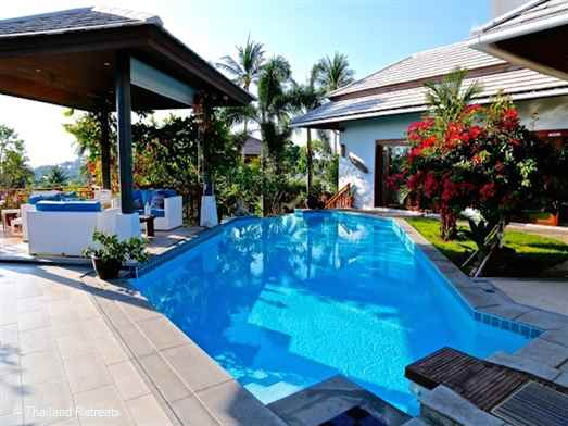 Blu Samui is a beautiful Koh samui holiday villa walking distance to popular Choeng Mon Beach and village. 10 minutes to popular Fisherman's Village in one direction and 10 minutes to lively Chaweng in the other direction.