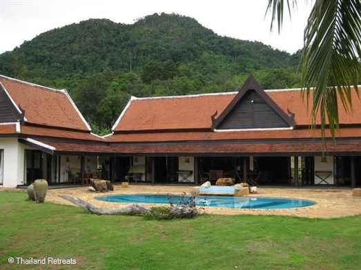The villa is in a stunning setting over looking the islands of Phang Nga bay. Kayaking anboat trips nearby . 30 mins from Ao Nang centre
