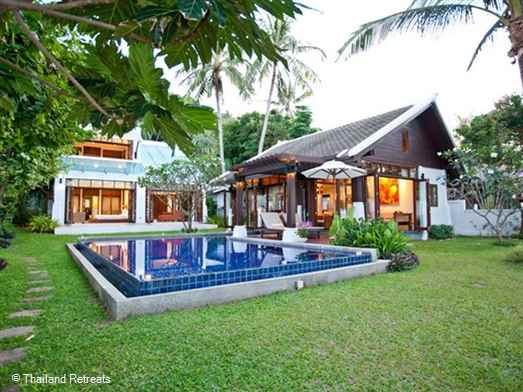 The Emerald Villas 3 is a contemporary style self catering beachfront villa located on a small stretch of quiet beach off the main ring road of Koh Samui. Housekeeping every 3 days. Walking distance to rustic Thai style beach restaurants.