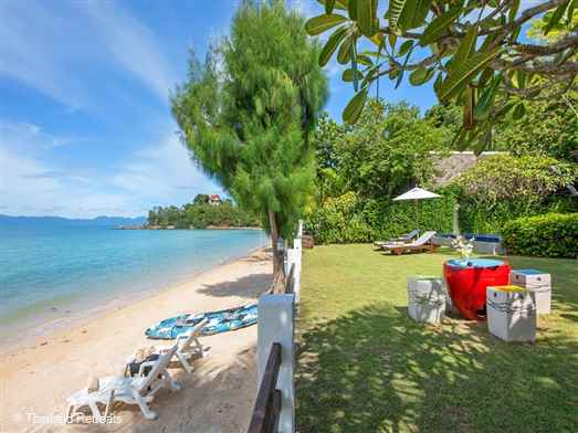 The Emerald Villas 4 is a contemporary style managed beachfront villa sleeping 4 adults and 2 children set on small stretch of quiet beach off the main ring road of Koh Samui. Walking distance to rustic Thai style restaurants.