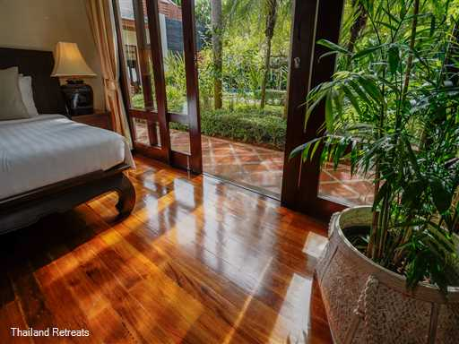 "<p>Villa Hibiscus is a 2-4 bedroom luxury Koh Samui Beachfront villa set on a white sand beach with good swimming and great views. Part of an exclusive beachfront estate. <span style=""font-size: 10pt;""><strong><span style=""color: #000080;"">Reduced rates for the use of 2 or 3 bedroom occupancy only with exclusive use of the villa.</span></strong></span></p>"