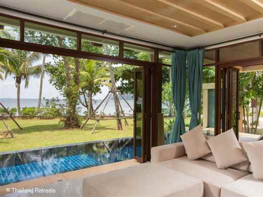 Amatapura beach Villa 14 is a fabulous Krabi holiday villa located right on the beach with stunning ocean views. This spacious villa is just 10 minutes from Ao Nang town.