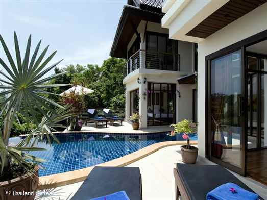 "<p>Kao Lom is a very private Koh Samui villa with fabulous sea views located on an exclusive hillside village just a few minutes from a palm fringed beach lined with restaurants. Stunning views of Koh Phangan. <span style=""font-size: 10pt; color: #000080;""><strong>Offers reduced rates for 1 bedroom for couples or honeymoons.</strong></span></p>"