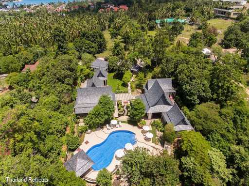 "<p>Motsamot is a spacious private villa&nbsp;spread over 2 pavilions ideal for 2 families. Has a super 15m x 5m swimming pool and less than 3 minutes drive to both <a href=""https://www.thailandretreats.com/Location/Choeng-Mon"">Choeng Mon </a>beach and <a href=""https://www.thailandretreats.com/Location/Chaweng"">Chaweng</a> beach. <span style=""font-size: 10pt; color: #000080;""><strong>Reduced rates for 3 &amp; 4 bedroom occupancy with exclusive use of the villa&nbsp;</strong></span></p>"
