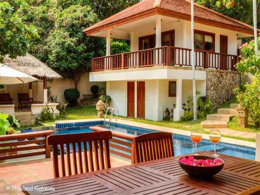 <p>Villa Sapparos is a great value family villa available for holiday rental. Located just 15 minutes stroll from beautiful Choeng Mon beach - considered one of the best on Koh Samui. The villa offers security and privacy and rates for 2 &amp; 4 bedroom occupancy</p>