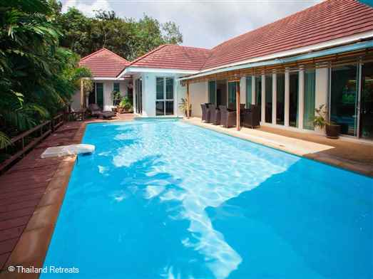 Na Thai Villa is a beautifully furnished spacious villa offering privacy with 4 en suite bedrooms and a private swimming pool. Perfect for a family or group of friends