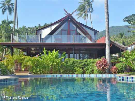 <p><span>Banyan Villa 3 is situated directly in front of the main 20m xommunal swimming pool with delightful views across the swimming pool to the sea and the neighbouring island of Koh Phangan. Flanking the villa at either side is a garden path that leads to the sandy Bang Por beach a 20 second stroll away.</span></p>