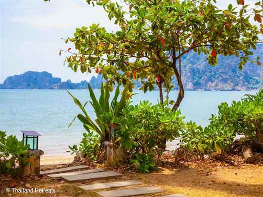 <p>Amatapura Beach Villa 6 is one of a row of luxury beachfront villas located witin a secure gated development on the outskirts of Ao Nang. Has private pool and large communal pool</p>