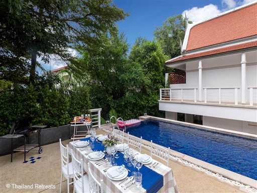 "<p>Villa Makata 1 is a 3 bedroom villa with private pool located within a private estate of&nbsp; luxury accommodation and just a short walk to Kata Noi Beach, Phuket.&nbsp; Resort features include a Clubhouse with floodlit tennis court, enormous pool, the ""Terrace Cafe"" and fully equipped gym.</p>"